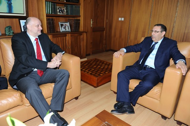 M. Amrani s'entretient avec le Sous-Secrétaire d\'Etat aux Affaires Etrangères de la République de Pologne, Jerzy Pomianouwski.