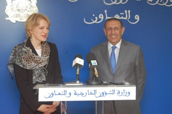 M. Amrani s\'entretient avec la vice-ministre lituanienne, Asta Skaisgiryte- Liauskienne.