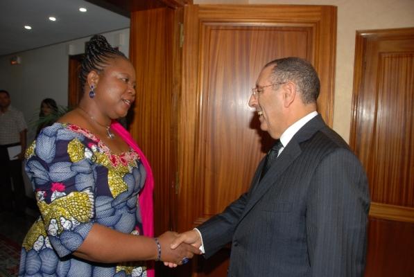 Entretien de M. Amrani avec la Rapporteuse Spéciale des Nations Unies sur les droits Fondamentaux des victimes de la traite, en particulier les femmes et les enfants, Mme Joy Ezeilo.